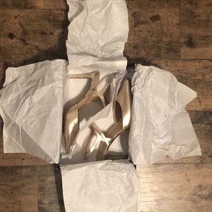 BANANA REPUBLIC GOLD HEELS